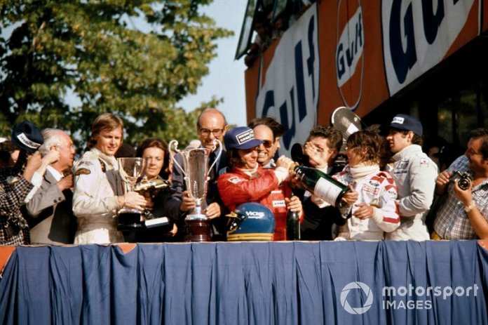 Podio : el ganador, Ronnie Peterson, Lotus Ford, el segundo, Emerson Fittipaldi, McLaren Ford, el tercero, Jody Scheckter, Tyrrell Ford