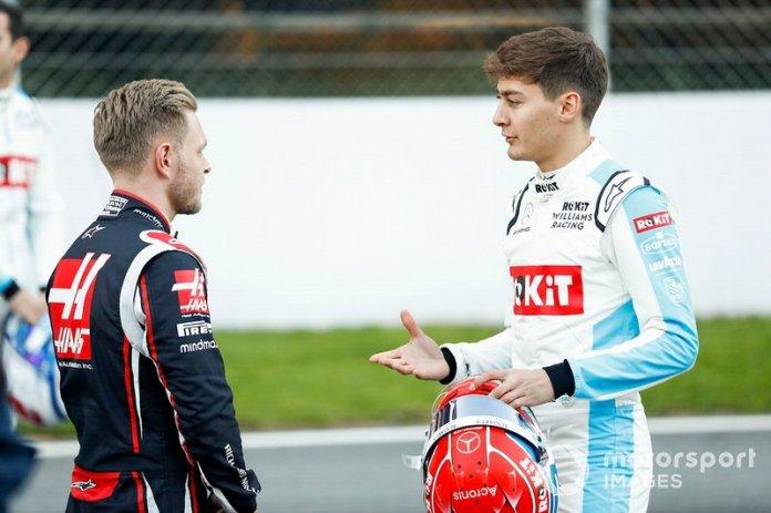 Kevin Magnussen, Haas F1 hablando con George Russell, Williams Racing