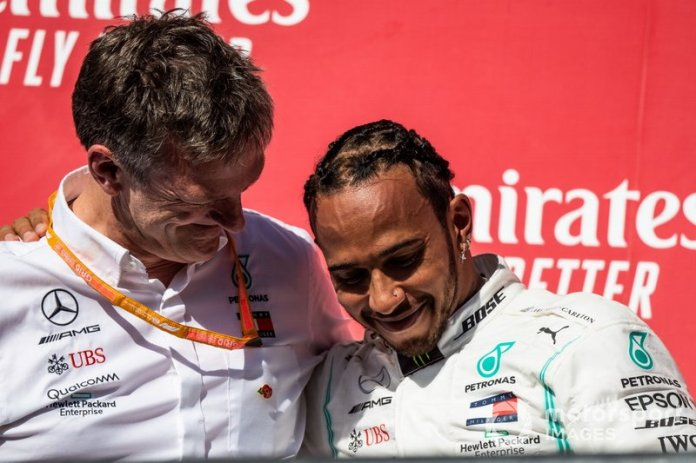 James Allison, Director Técnico, Mercedes AMG, y Lewis Hamilton, Mercedes AMG F1, 2ª posición, en el podio