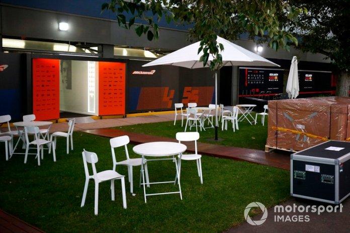 La parte de atrás del garaje de McLaren
