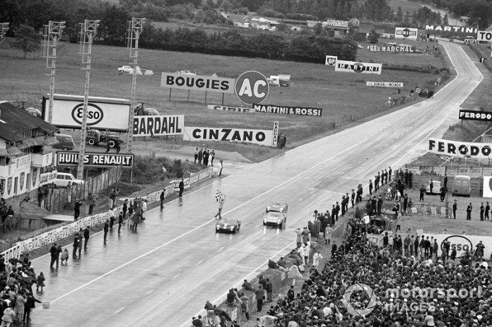 Bruce McLaren, Chris Amon, Shelby American Inc., Ford Mk II, Ken Miles, Denis Hulme, Shelby American Inc., Ford Mk II, and Ronnie Bucknum, Richard Hutcherson, Holman & Moody, Ford Mk II, cross the finish line