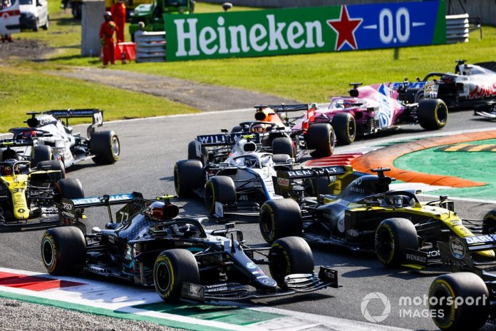 Valtteri Bottas, Mercedes F1 W11, Daniel Ricciardo, Renault F1 Team R.S.20 inicio