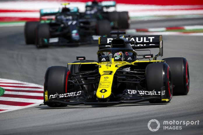 Daniel Ricciardo, Renault F1 Team R.S.20, Valtteri Bottas, Mercedes F1 W11 EQ Performance
