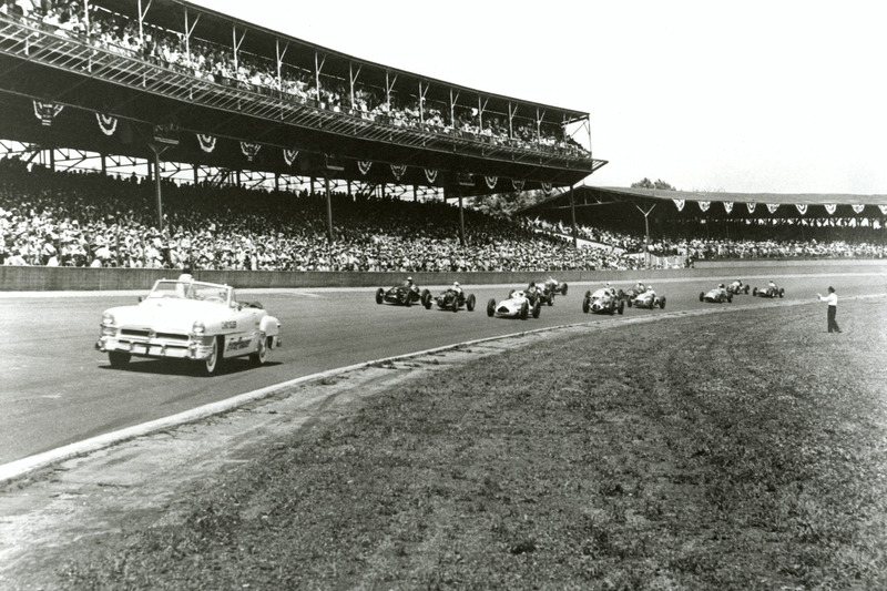 Chrysler New Yorker leads the 1951 field with a front row comprising Duke Nalon, eventual winner Lee Wallard and Jack McGrath.
