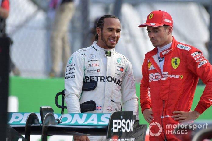 Ganador de la pole Charles Leclerc, Ferrari, y el segundo Lewis Hamilton, Mercedes AMG F1