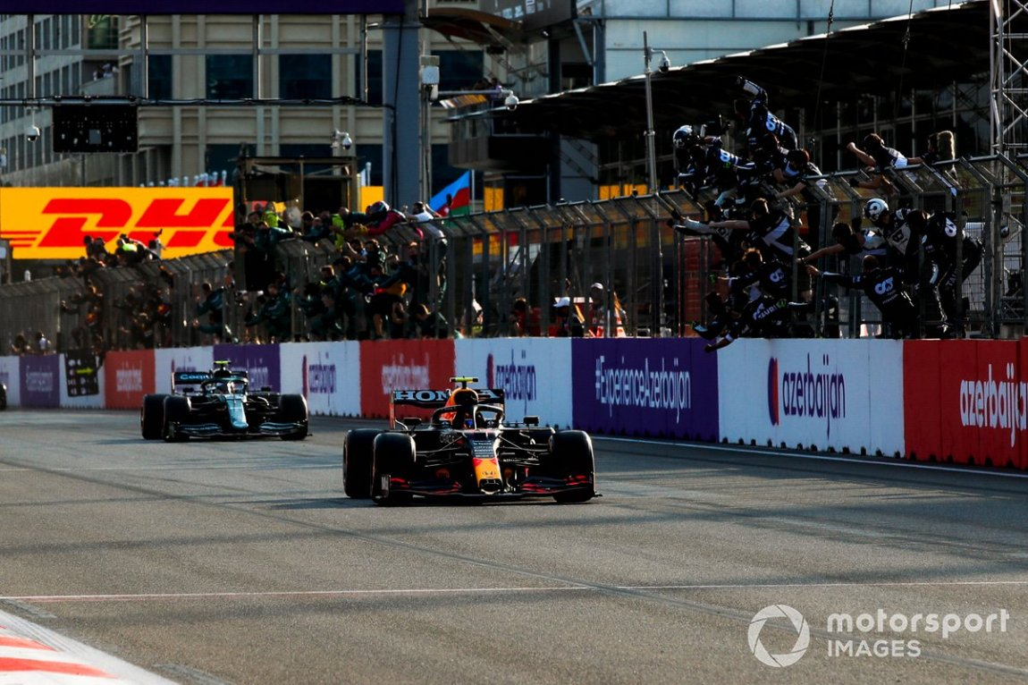 Sergio Perez, Red Bull Racing RB16B, 1st classified, takes the checkered flag to the delight of his team at the pit wall