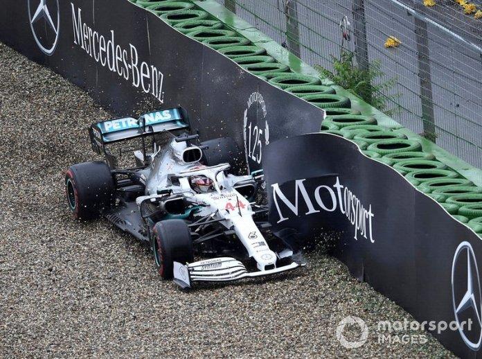 Choque de Lewis Hamilton, Mercedes AMG F1 W10 con el muro
