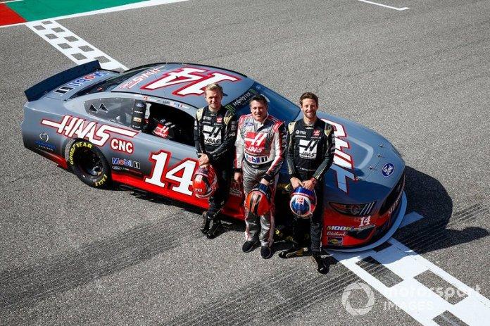 Kevin Magnussen, Haas F1 Team, la leyenda de NASCAR Tony Stewart y Romain Grosjean, Haas F1 Team