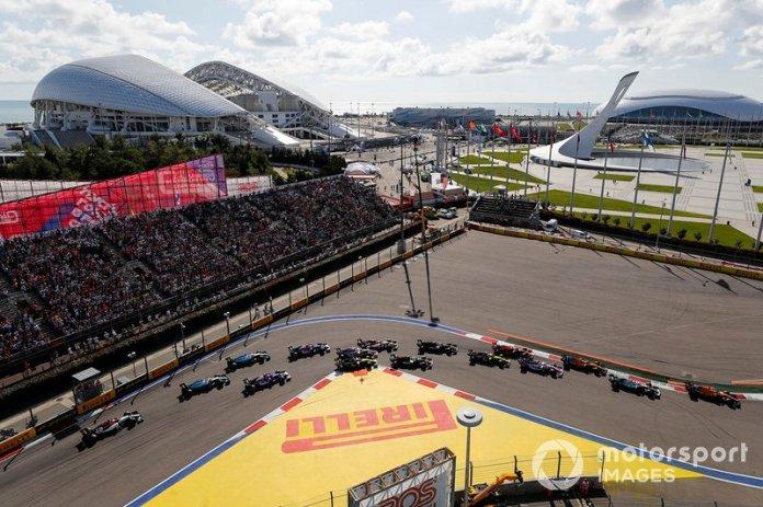 Carlos Sainz Jr., McLaren MCL34, Valtteri Bottas, Mercedes AMG W10, Lando Norris, McLaren MCL34, Sergio Perez, Racing Point RP19, Max Verstappen, Red Bull Racing RB15, Nico Hulkenberg, Renault F1 Team R.S. 19