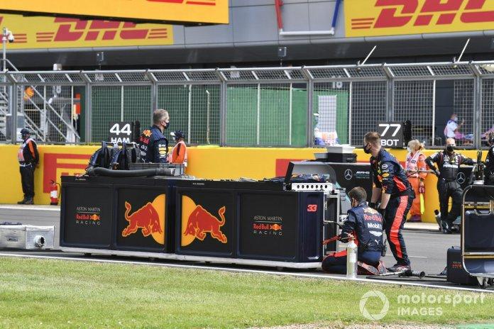 Los mecánicos e ingenieros de Red Bull en la parrilla