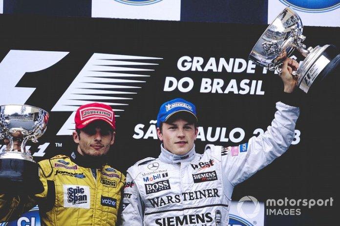 Después del accidente, se ondeó la bandera roja y se dio por terminada la carrera. El ganador del momento, al contrario de lo que todos imaginaban, fue Kimi Raikkonen, que se mantuvo en cabeza en la vuelta 53.