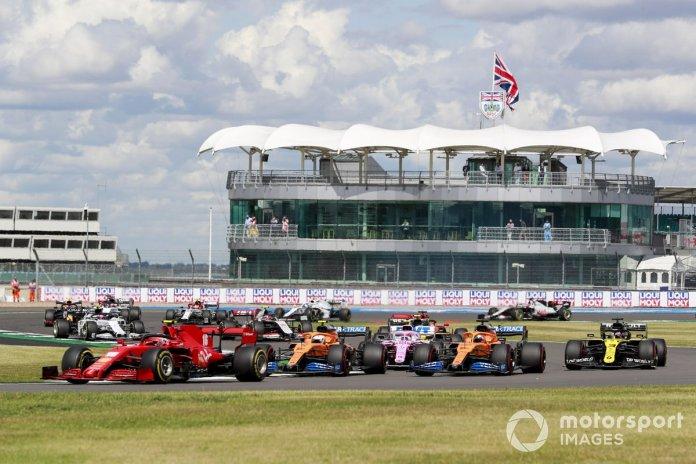 Charles Leclerc, Ferrari SF1000, Lando Norris, McLaren MCL35, Carlos Sainz Jr., McLaren MCL35 al inicio