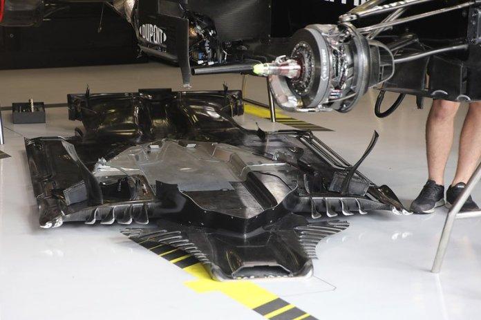 Detalle del suelo del Renault F1 Team R.S.19
