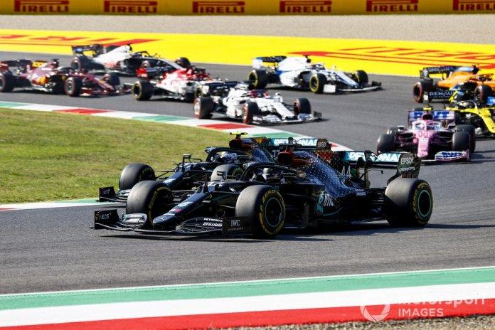 Lewis Hamilton, Mercedes F1 W11, Valtteri Bottas, Mercedes F1 W11, Lance Stroll, Racing Point RP20, al inicio