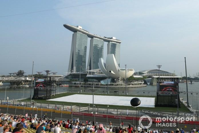 Si bien algunos circuitos históricos de la F1 sufren por mantenerse en la F1, Singapur tiene contrato con la categoría hasta al menos la edición 2021.