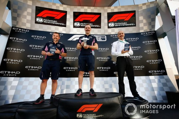 Los premios Movember se otorgan al personal de Racing Point y Mercedes