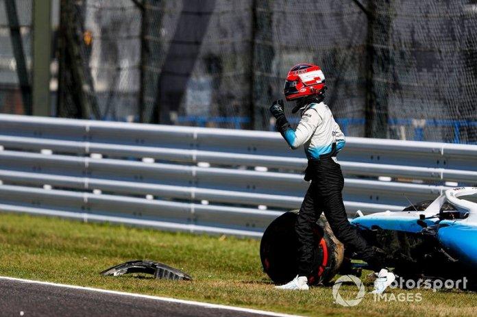 Robert Kubica, Williams Racing fuera del coche después de un accidente