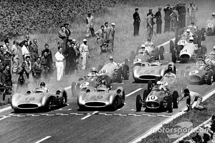 """""""Las carreras no se ganan en la primera curva. Muchas veces se pierden"""". Juan Manuel Fangio"""