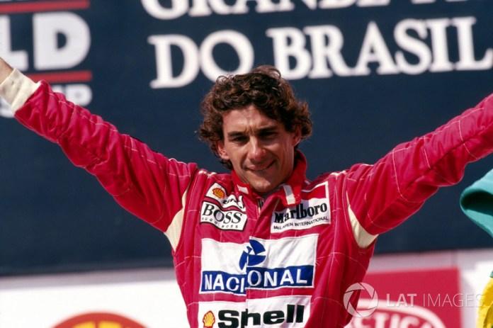 En 1993, la lluvia se desató en la segunda victoria del brasileño, que estaba en los brazos del pueblo después del final de la carrera.