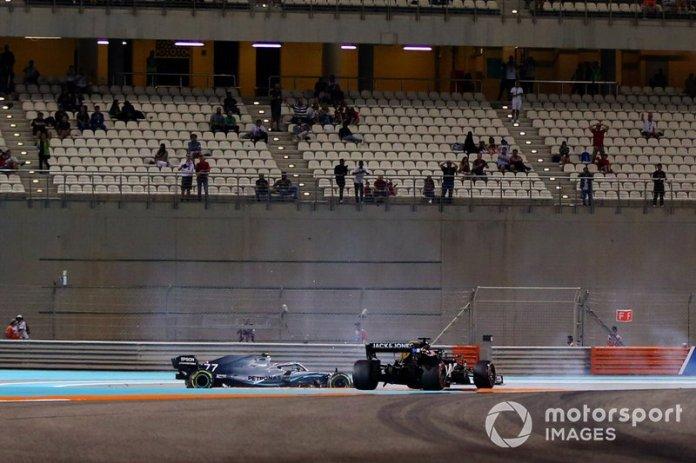 Valtteri Bottas, Mercedes AMG W10, choca con Romain Grosjean, Haas F1 Team VF-19
