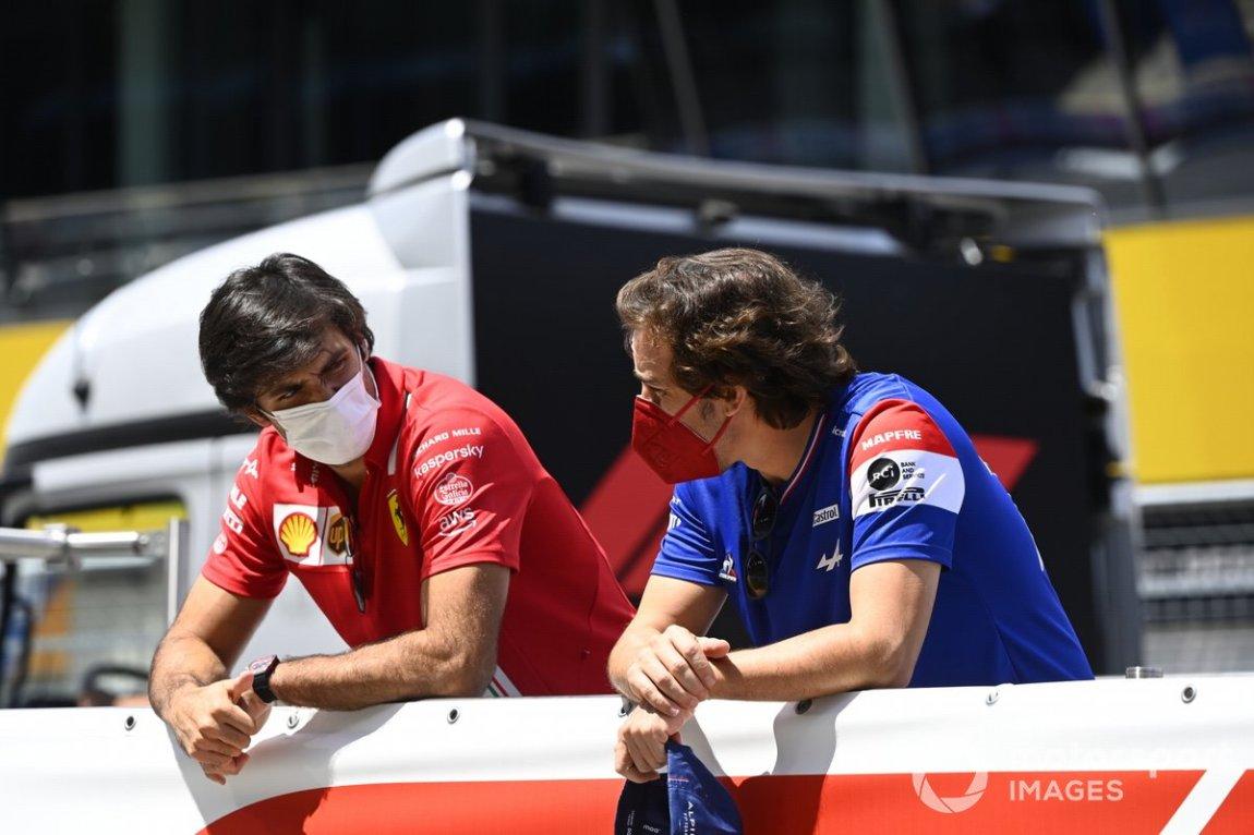 Carlos Sainz Jr., Ferrari, and Fernando Alonso, Alpine F1