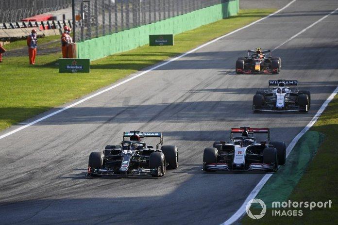 Lewis Hamilton, Mercedes F1 W11, Romain Grosjean, Haas VF-20, George Russell, Williams FW43