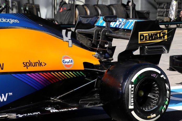 McLaren MCL35M asa traseira
