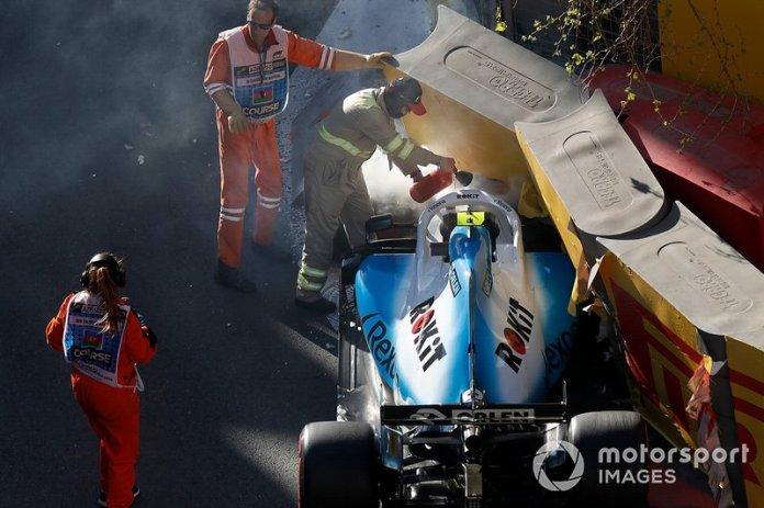 Comisarios retiran el coche de Robert Kubica, Williams