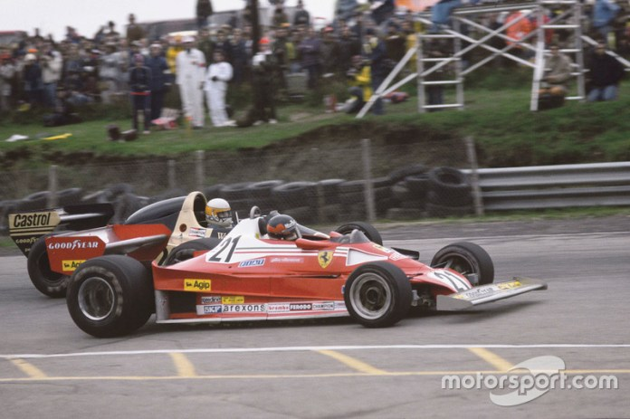 Gilles Villeneuve, Ferrari 312T2, supera a Jody Scheckter, Wolf Ford
