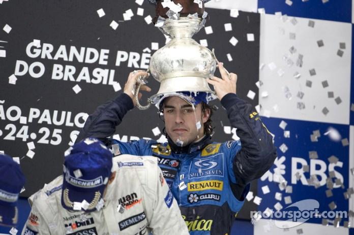 22- Fernando Alonso, 3º en el GP de Brasil 2005 con Renault