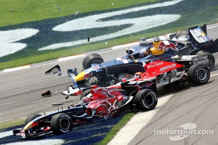 La primera temporada no fue nada fácil pero Liuzzi, a pesar de verse envuelto en un toque múltiple al inicio del GP de Estados Unidos 2006, aprovechó que muchos pilotos abandonaron y acabó 8º. Fue el primer punto sumado por Toro Rosso en F1, y el único de ese primer año 2006.