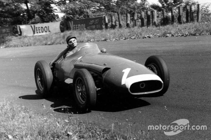"""""""Los cinco títulos de Fangio son inigualables"""". Ayrton Senna"""