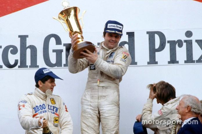Podio: el ganador Alan Jones, Williams, el segundo Jody Scheckter, Ferrari, y el tercero Jacques Laffite, Ligier