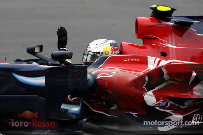 De hecho Toro Rosso es el único equipo con motor Ferrari (además de la Scuderia) que ha ganado en Fórmula 1. Otras 12 escuderías lo intentaron con unidad de potencia Ferrari, sin éxito.