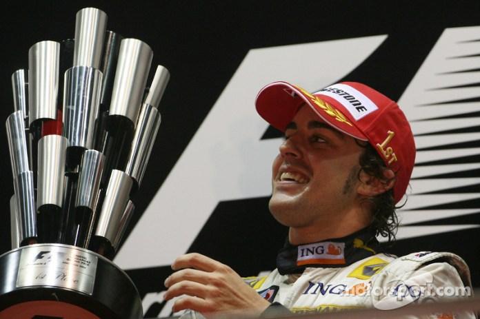 52- Fernando Alonso, 1º en el GP de Singapur 2008 con Renault