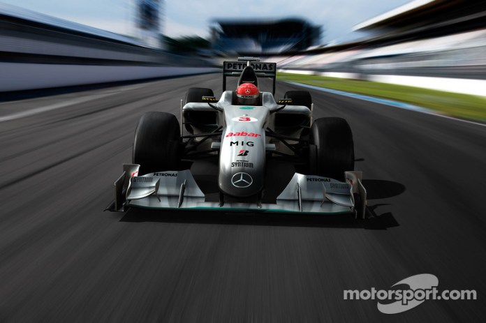Simulación por computadora del auto Mercedes GP en la pista