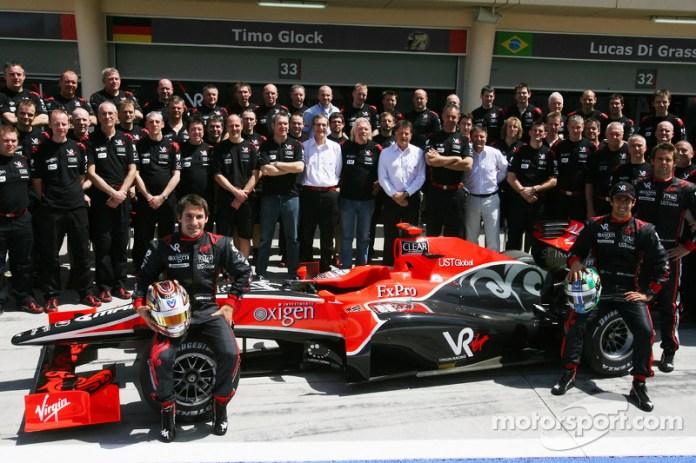 Timo Glock y Lucas di Grassi alinearon por el equipo Virgin Racing (luego Marussia, Manor) en 2010, una de las tres escuderías que debutaron iniciando esta década junto con Hispania Racing Team y Lotus (luego Caterham). Ninguna de las tres vio el final de la década.