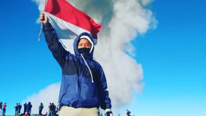Fotofoto Keren Para Pendaki Gunung yang Sukses Taklukkan