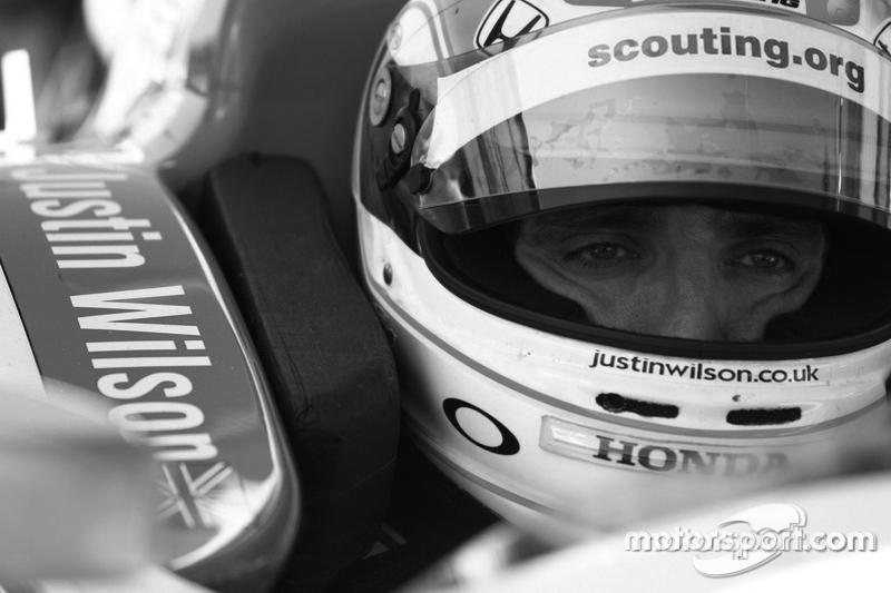 https://i0.wp.com/cdn-3.motorsport.com/static/img/mgl/4700000/4780000/4781000/4781800/4781823/s8/indycar-fontana-2013-justin-wilson-dale-coyne-racing.jpg