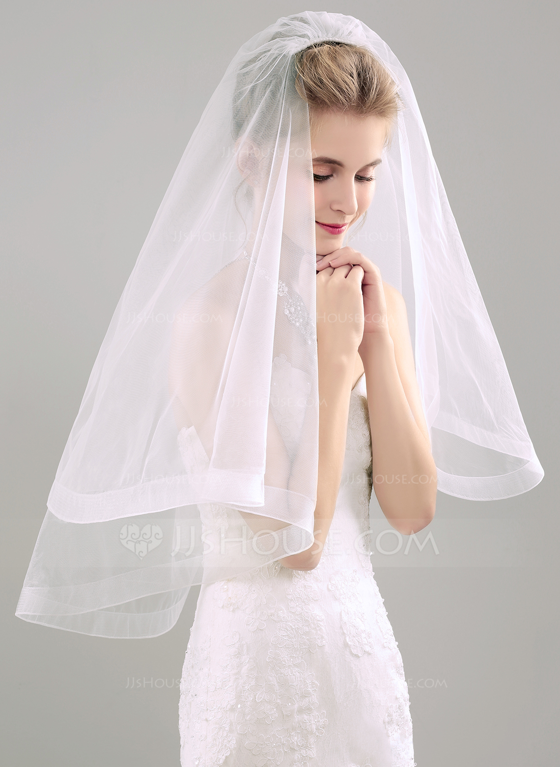 Two Tier Elbow Bridal Veils With Ribbon 006118519