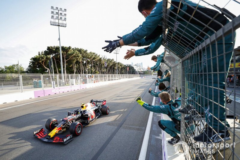 Sergio Perez, Red Bull Racing RB16B, 1st position, is cheered over the line by members of the Aston Martin team