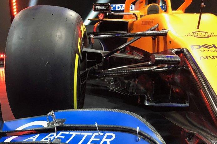 McLaren MCL35: ecco la sospensione anteriore con i due triangoli molto alti