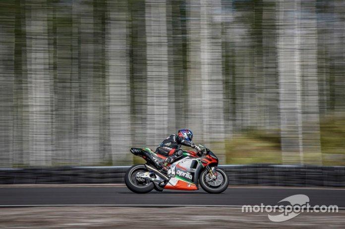 Bradley Smith, con Aprilia, en acción en el nuevo circuito de KymiRing, que recibirá el GP de Finlandia en 2020.