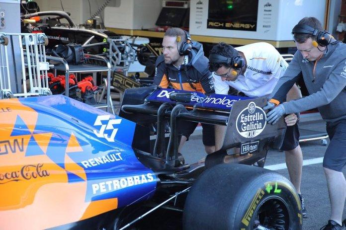 Carlos Sainz Jr., McLaren MCL34, detalle del ala posterior.
