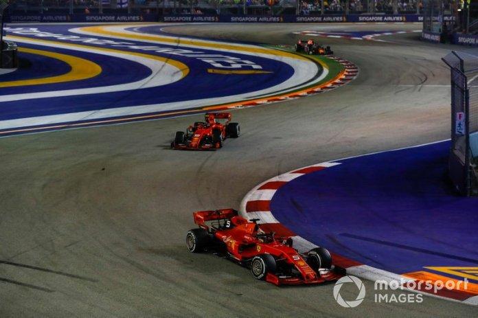 Sebastian Vettel aprovechó un undercut para ganarle la posición -y la carrera- a Charles Leclerc.