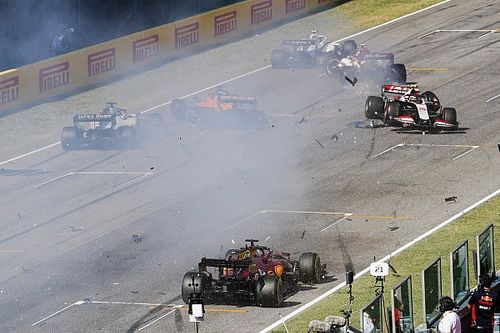 Bottas se quita culpa por el accidente del reinicio en Mugello