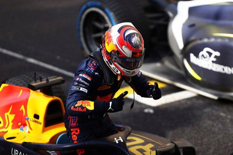 Race winner Liam Lawson, Hitech Grand Prix