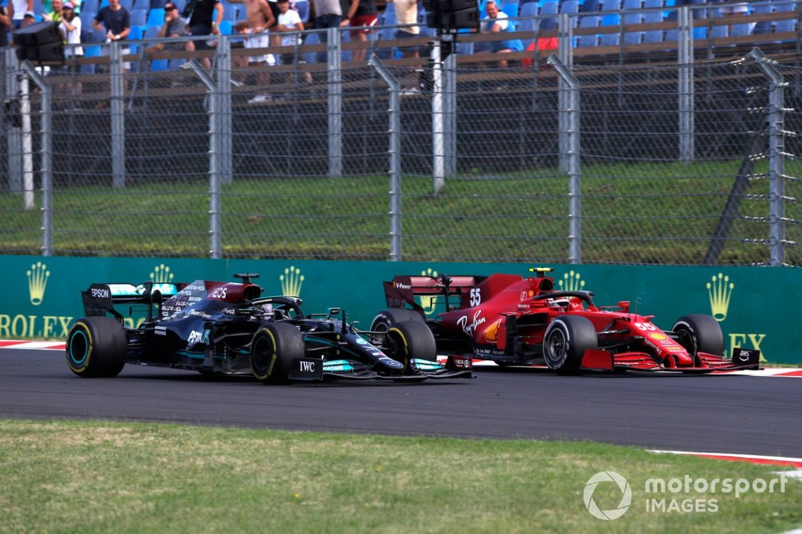 Lewis Hamilton, Mercedes W12, battles with Carlos Sainz Jr., Ferrari SF21
