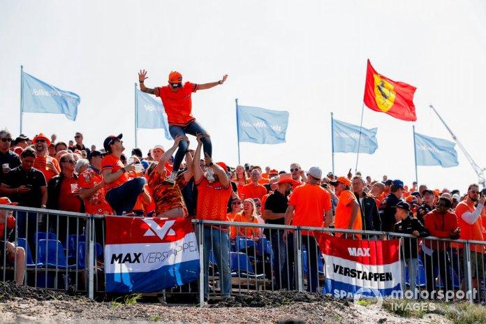 Fans go wild for Max Verstappen, Red Bull Racing