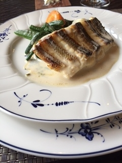 太宰府のフレンチレストランであるエッサンスのメインの魚のポワレ